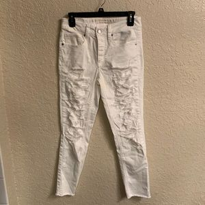 *TRADE* AE White Tomgirl Distressed Jeans